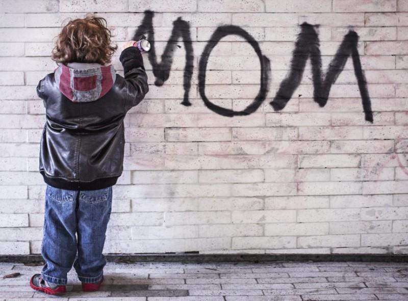 Quando una mamma deve scegliere tra lavoro e figli. Perché nel 2017?