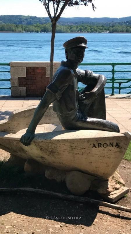 Cosa_vedere_ad_Arona_sul_Lago_Maggiore_statua_marinaio